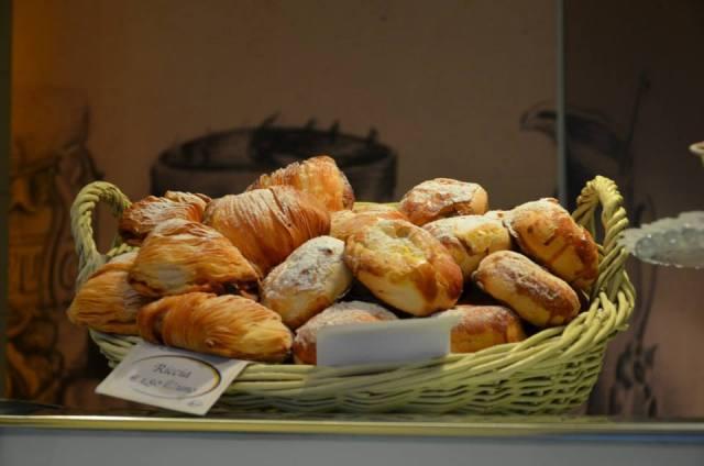 """The """"sfogliatella"""" is the traditional neapolitan pastry..."""