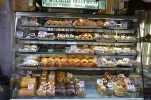 ...but you can choose a lot of other pastries...babà, cannoli, prussiane, graffe, bignè e so on