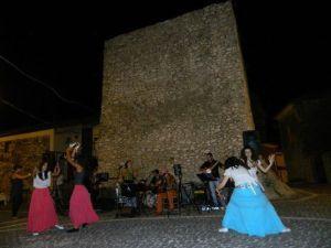 Esibizione del gruppo Cantica Popularia a Sasso ai piedi dell Torre
